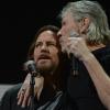 Eddie Vedder divide palco com Roger Waters para cantar Pink Floyd; assista