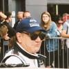 Brian Johnson (AC/DC) sofre acidente em corrida de carros antigos na Inglaterra