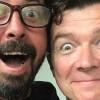 Foo Fighters divide palco com Rick Astley no Japão; assista