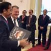Presidente da Indonésia recebe box do Metallica de Primeiro Ministro da Dinamarca