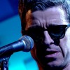 Noel Gallagher toca inédita 'She Taught Me How To Fly' em programa de TV; assista