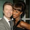 Viúva de David Bowie divulga fotos do cantor ainda bebê