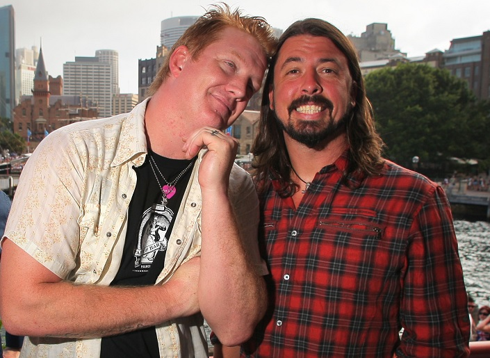 Josh-Homme-and-Dave-Grohl-1486134588