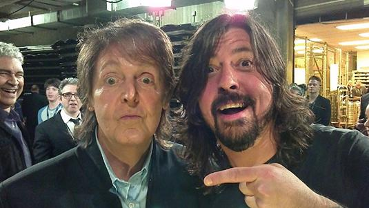 Paul-McCartney-Dave-Grohl-Foo-Fighters