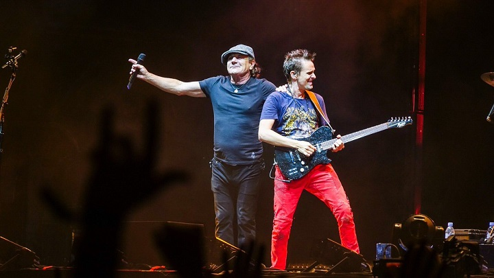 muse-brian-johnson-acdc-reading